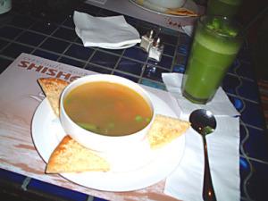 ミックスベジタブルスープとライムミントジュース